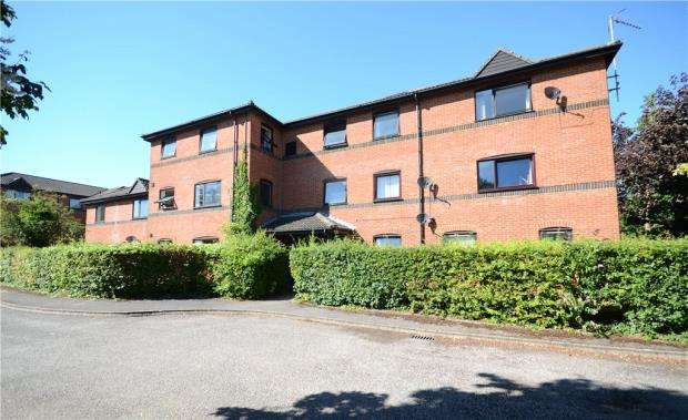 2 Bedrooms Apartment Flat for sale in Wetherby Gardens, Farnborough, Hampshire
