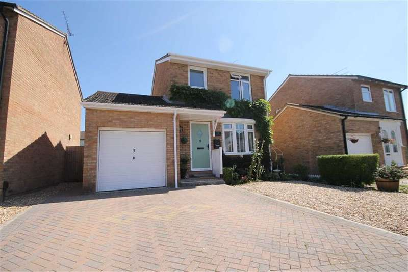 3 Bedrooms Property for sale in Newark Close, Freshbrook, Wiltshire