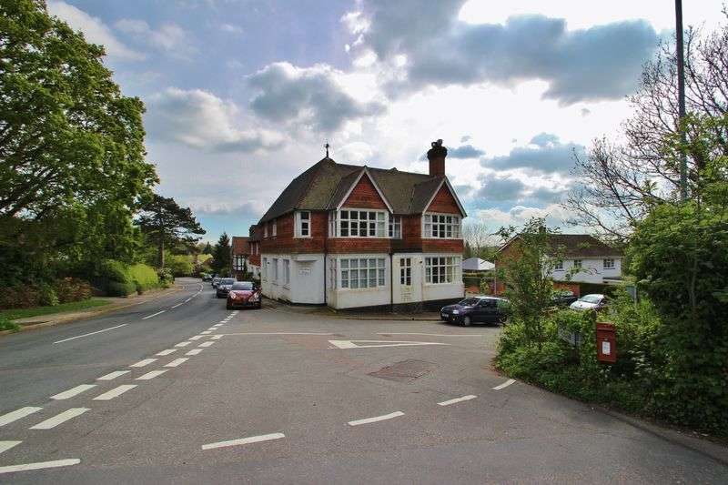 2 Bedrooms Flat for sale in Stone Cross Road, Mayfield