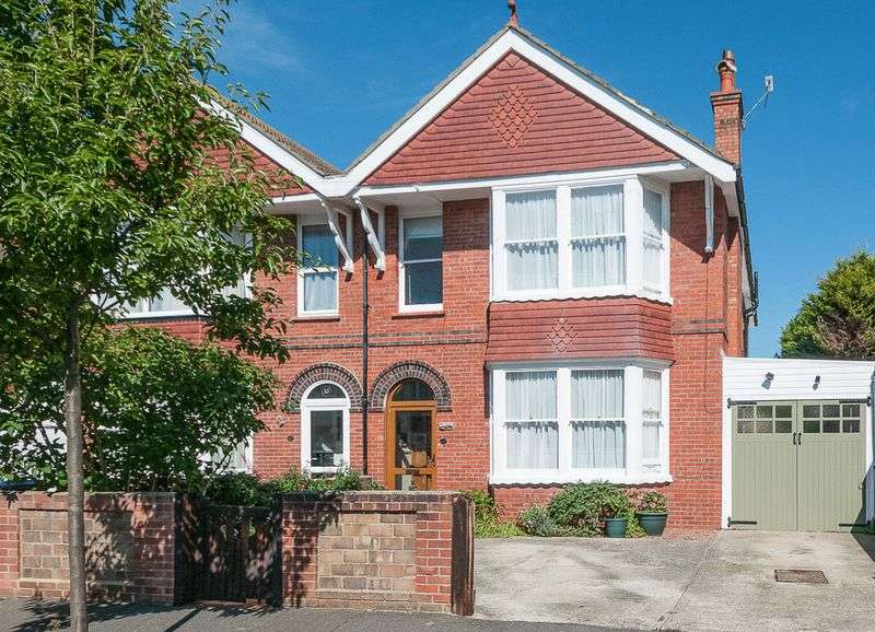 4 Bedrooms Semi Detached House for sale in Gannon Road, Worthing
