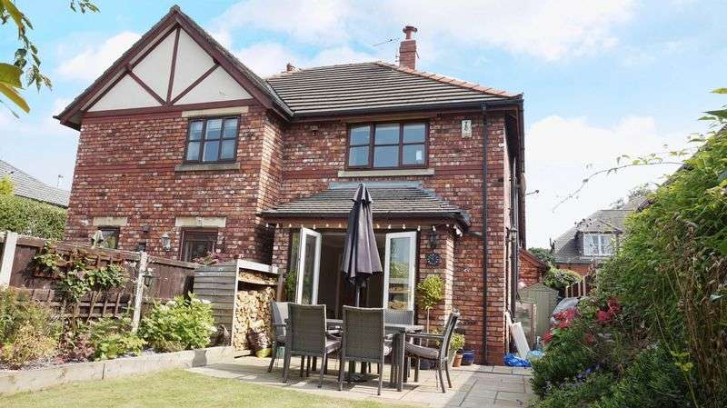 3 Bedrooms House for sale in 4 Woodbine Road, Lymm, Cheshire