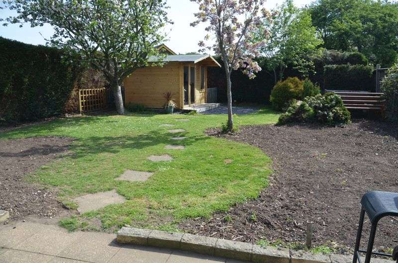 3 Bedrooms Detached Bungalow for sale in Mellows Close, Lincoln