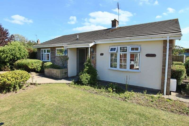2 Bedrooms Bungalow for sale in Hubbards Avenue, Lowestoft