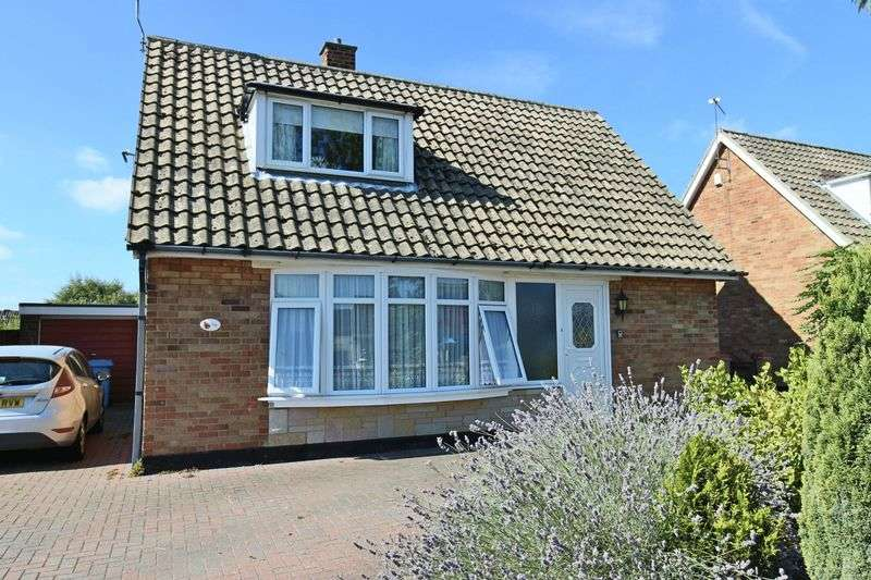 3 Bedrooms Bungalow for sale in Westwood Avenue, Lowestoft