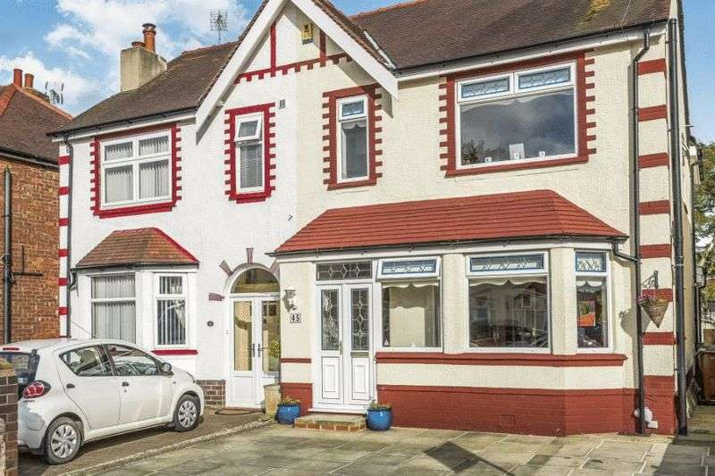 3 Bedrooms Semi Detached House for sale in Cleveleys Avenue, Southport