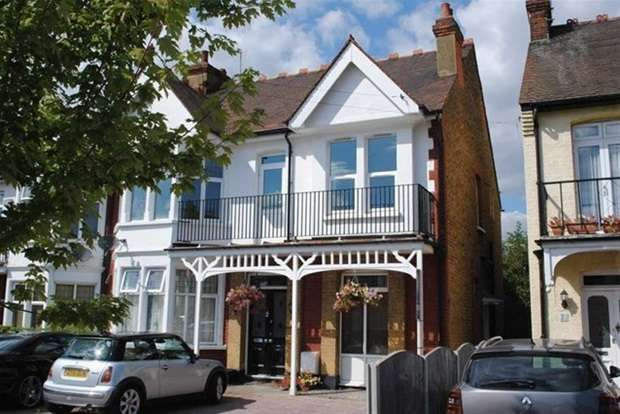 3 Bedrooms Flat for sale in First Avenue, Westcliff-On-Sea