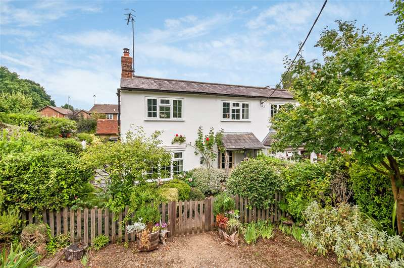 3 Bedrooms Semi Detached House for sale in Starmount Cottages, Old Horsham Road, RH5