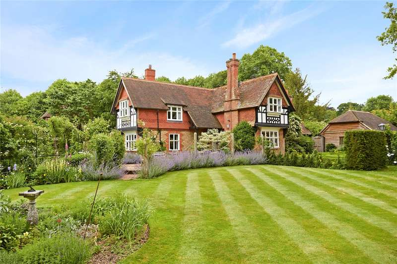 3 Bedrooms Detached House for sale in Rake Manor, Station Lane, Milford, Godalming, GU8