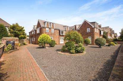 2 Bedrooms Flat for sale in Church Road, Lytham St. Annes, Lancashire, FY8
