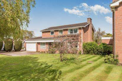 4 Bedrooms Detached House for sale in Myton Gardens, Warwick, Warwickshire