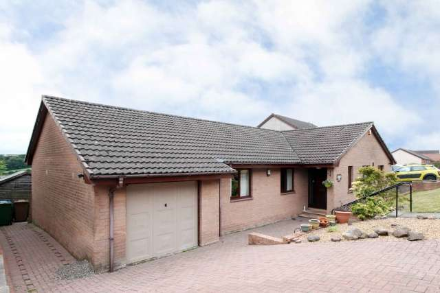 3 Bedrooms Bungalow for sale in Blairdenon Drive, Sauchie, Alloa, Clackmannanshire, FK10 3JL