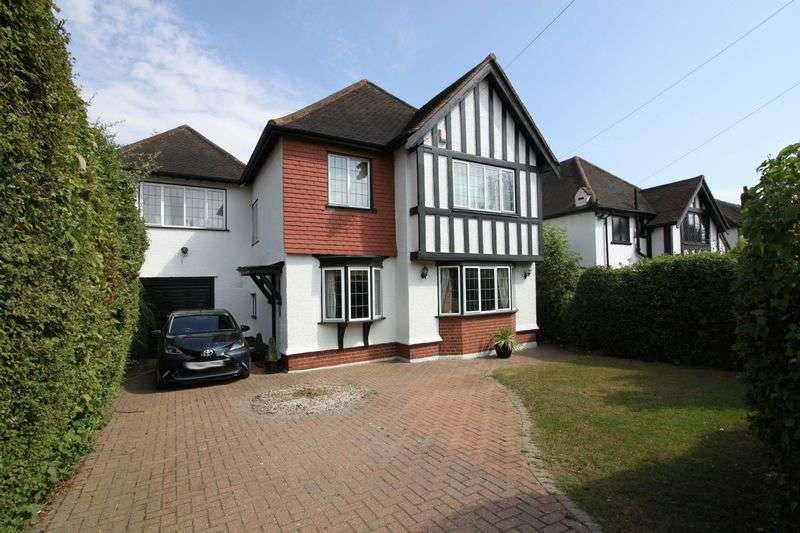 4 Bedrooms Detached House for sale in Grange Crescent, Chigwell
