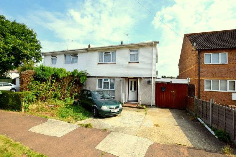 3 Bedrooms Semi Detached House for sale in Birch Court, Aylesbury