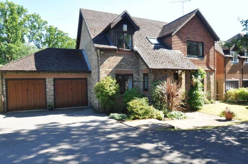 4 Bedrooms Detached House for sale in Bentley Copse, Camberley
