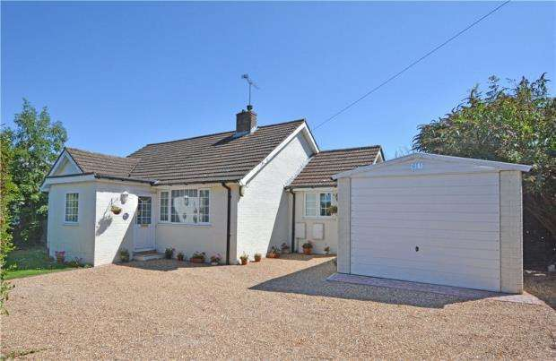 3 Bedrooms Detached Bungalow for sale in New Road, Penn, High Wycombe