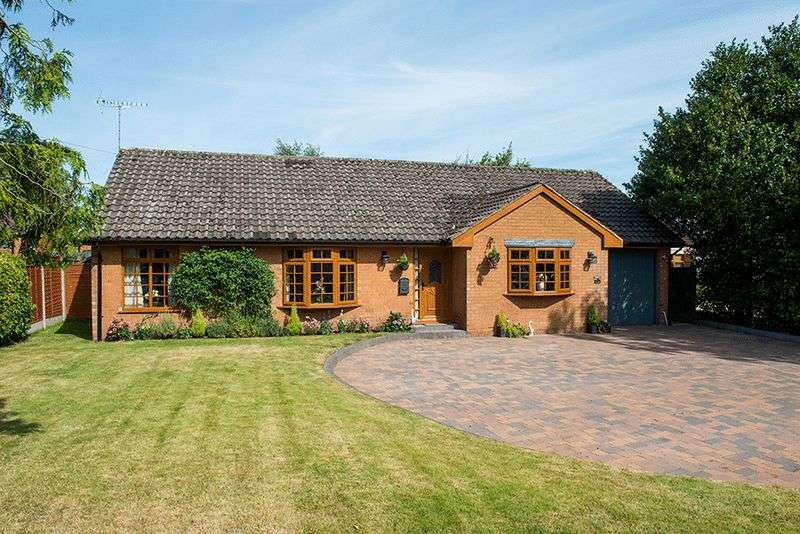 2 Bedrooms Detached Bungalow for sale in Bewdley Hill, Kidderminster DY11 6JE