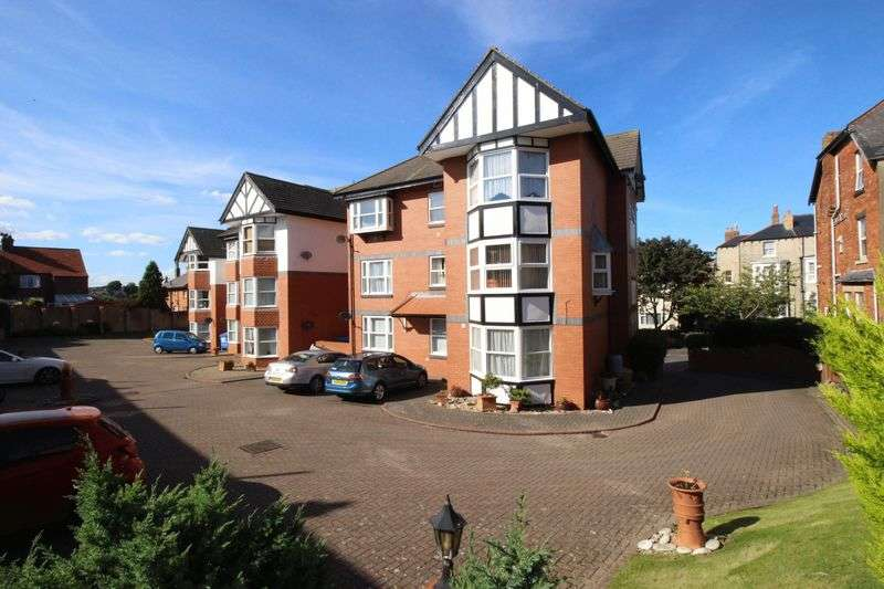 2 Bedrooms Flat for sale in Royal Avenue, Scarborough