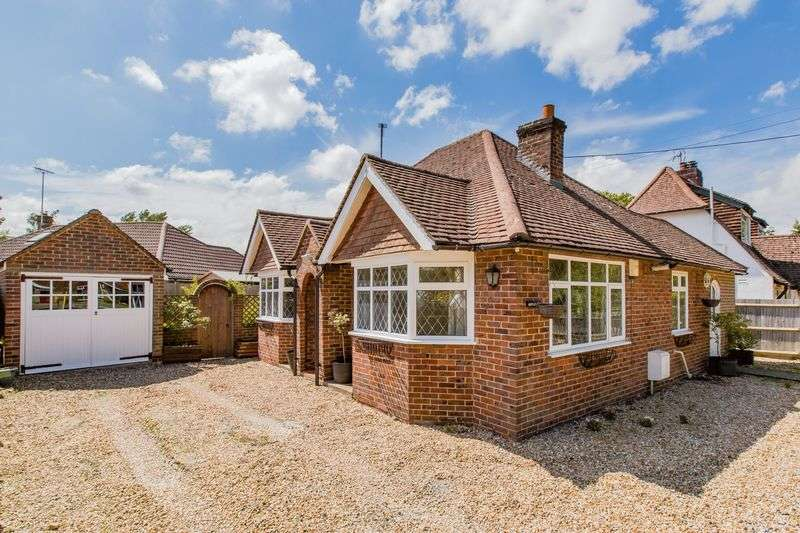 3 Bedrooms Detached Bungalow for sale in Manor Road, Burgess Hill