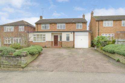 4 Bedrooms Detached House for sale in Sheepcot Lane, Watford, Hertfordshire