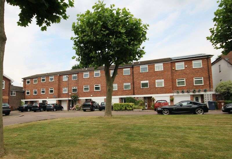 4 Bedrooms Terraced House for sale in Birch Park, Harrow