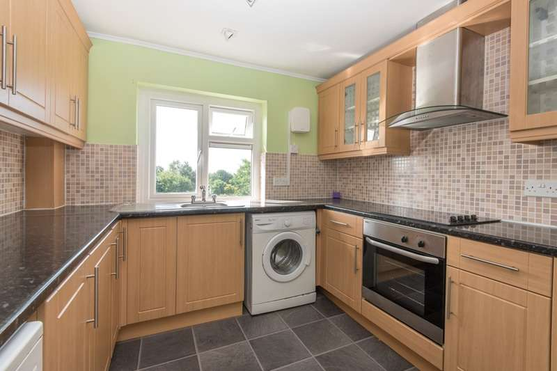 3 Bedrooms Flat for sale in Priory Road, Slough, Berkshire, SL1