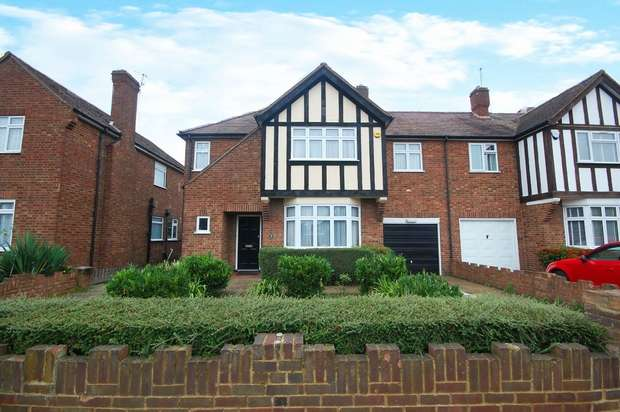 4 Bedrooms Semi Detached House for sale in St Albans Avenue, Hanworth