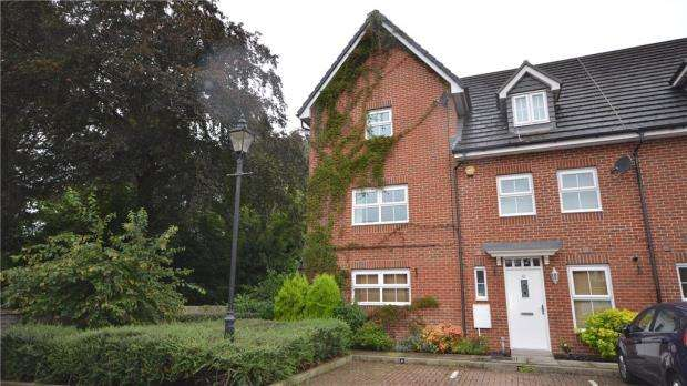 3 Bedrooms End Of Terrace House for sale in Eaton Avenue, Slough, Berkshire