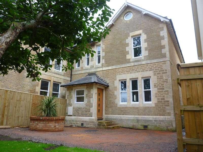 4 Bedrooms Property for sale in Staverton, Trowbridge