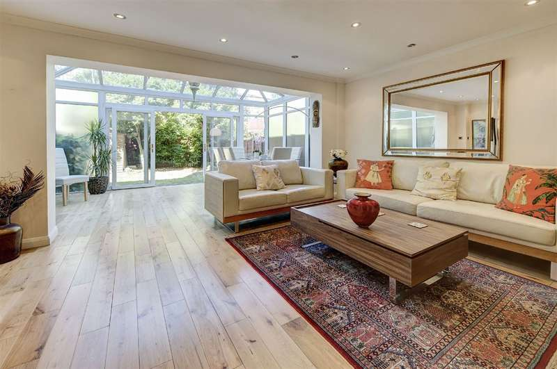 5 Bedrooms House for sale in St Crispins Close, South End Green, NW3