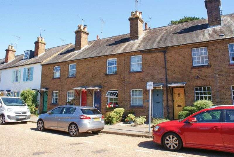3 Bedrooms Terraced House for sale in Twyford, Berkshire.