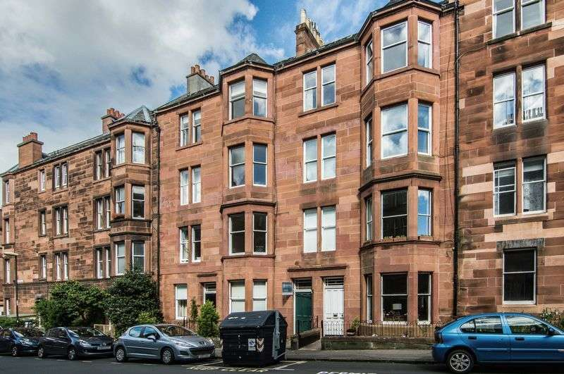 2 Bedrooms Flat for sale in 3F1, 69 Montpelier Park, Bruntsfield, Edinburgh, EH10 4ND