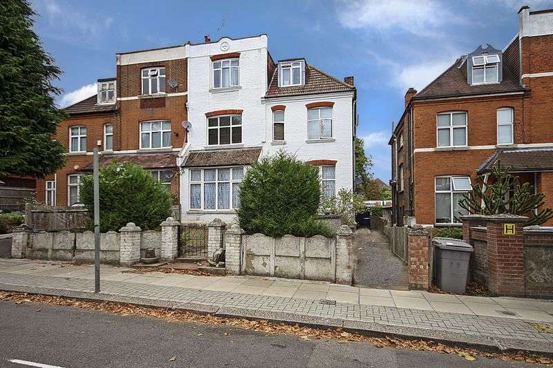 3 Bedrooms Flat for sale in Chatsworth Road, London
