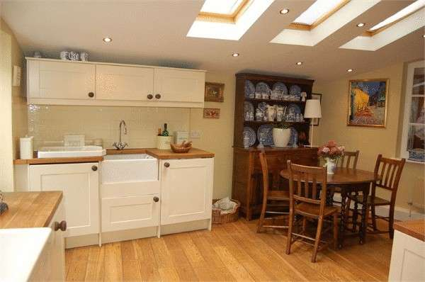 3 Bedrooms Property for sale in Monk Street, Monmouth