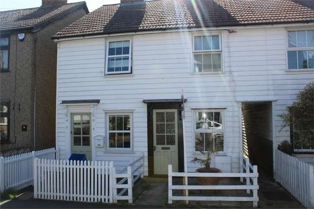 3 Bedrooms Terraced House for sale in Queens Road, Burnham-on-Crouch, Essex