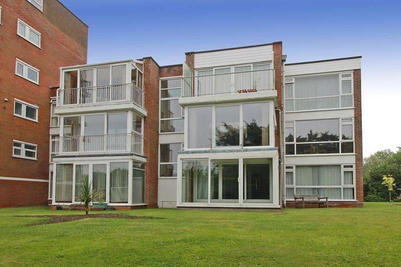 2 Bedrooms Flat for sale in Fairway Drive, CHRISTCHURCH