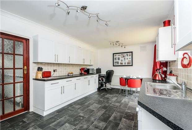 3 Bedrooms Terraced House for sale in Oakleigh Way, Mitcham, Surrey, CR4