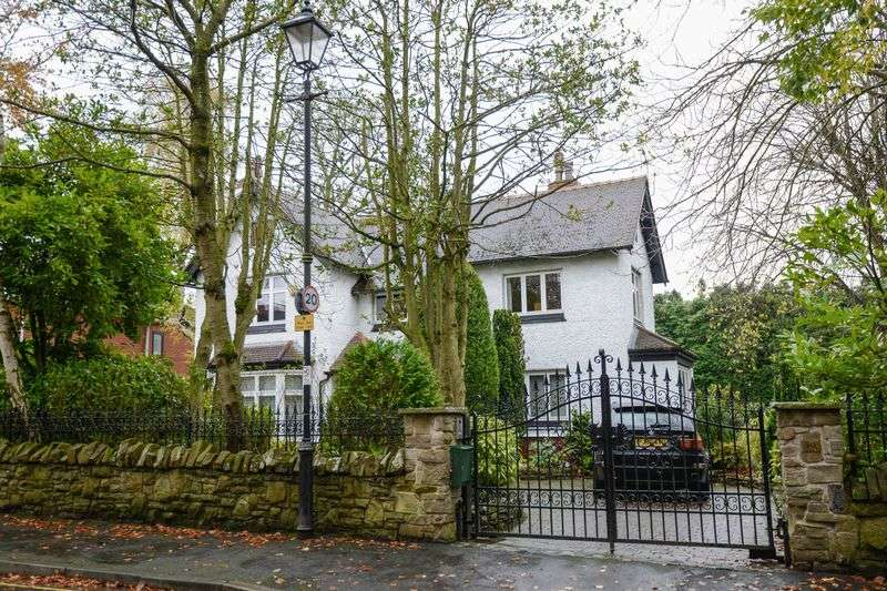5 Bedrooms Detached House for sale in Granville Park, Aughton