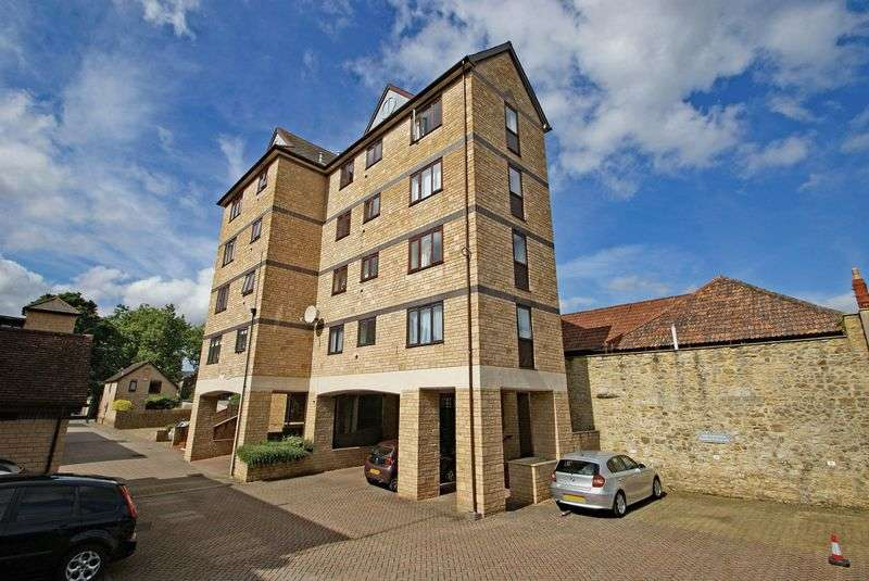 2 Bedrooms Flat for sale in Sherborne, Dorset