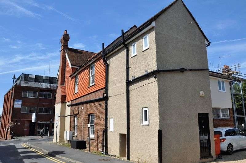 2 Bedrooms Flat for sale in 919 Sq Ft in Dorking town centre