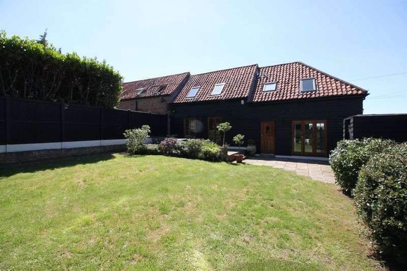 4 Bedrooms Detached House for sale in New Farm Drive, Abridge
