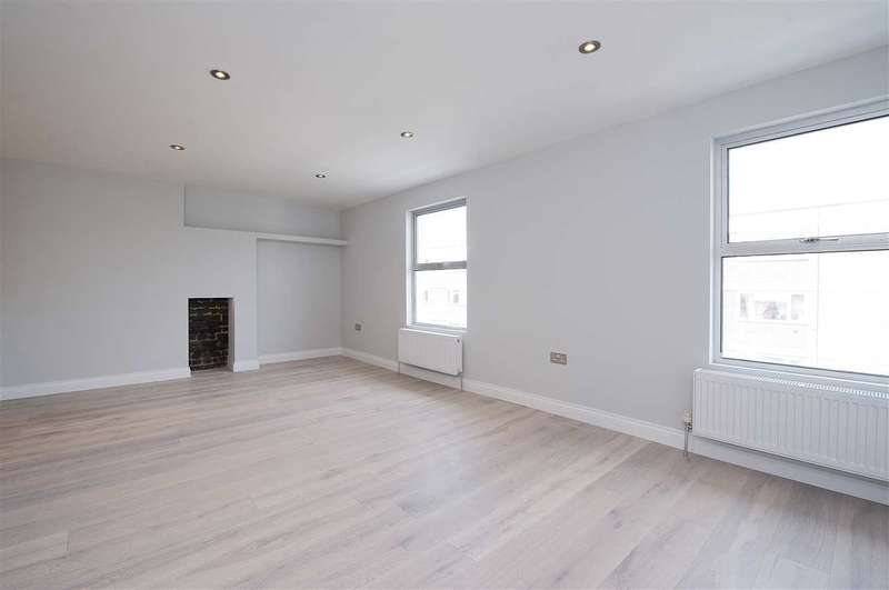 3 Bedrooms Maisonette Flat for sale in Lime Grove, Shepherd's Bush