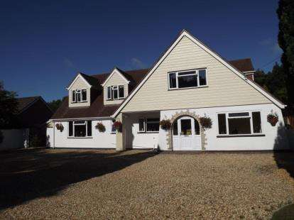 5 Bedrooms Detached House for sale in Hurn, Christchurch, Dorset