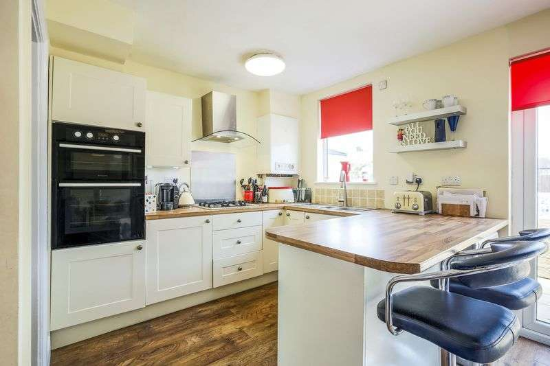 3 Bedrooms Semi Detached House for sale in Chilmark Road, London