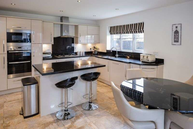 4 Bedrooms Detached House for sale in Highgate Court, Pattingham, Wolverhampton