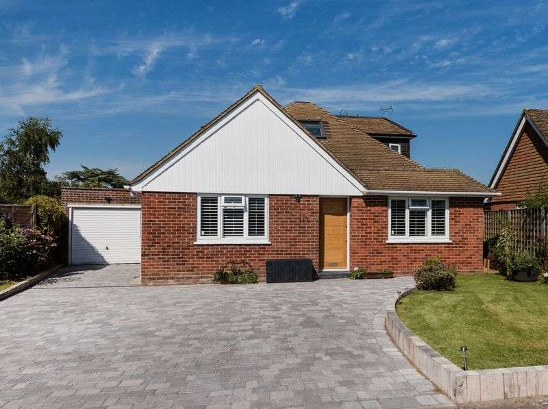 4 Bedrooms Bungalow for sale in Highlands Close, Hassocks, West Sussex,