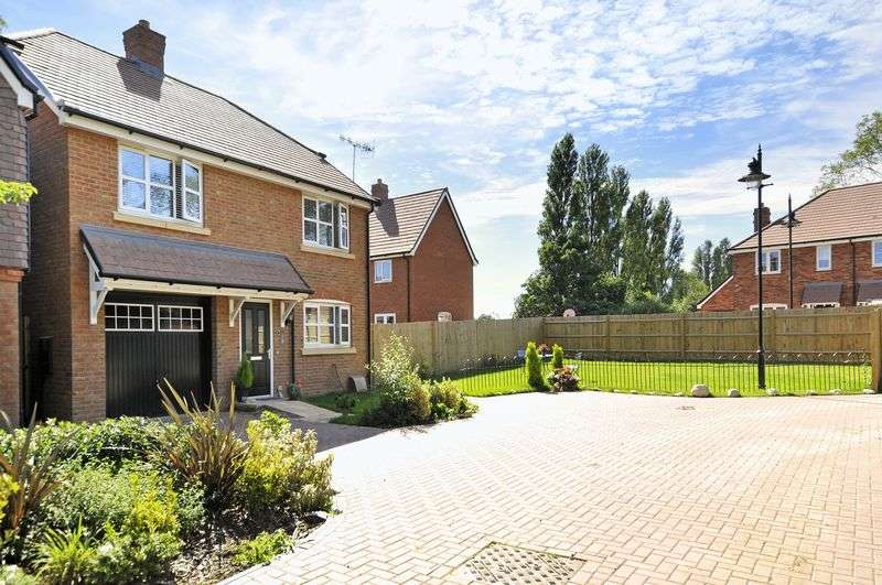 4 Bedrooms Detached House for sale in Blackbird Lane, Goring-by-Sea
