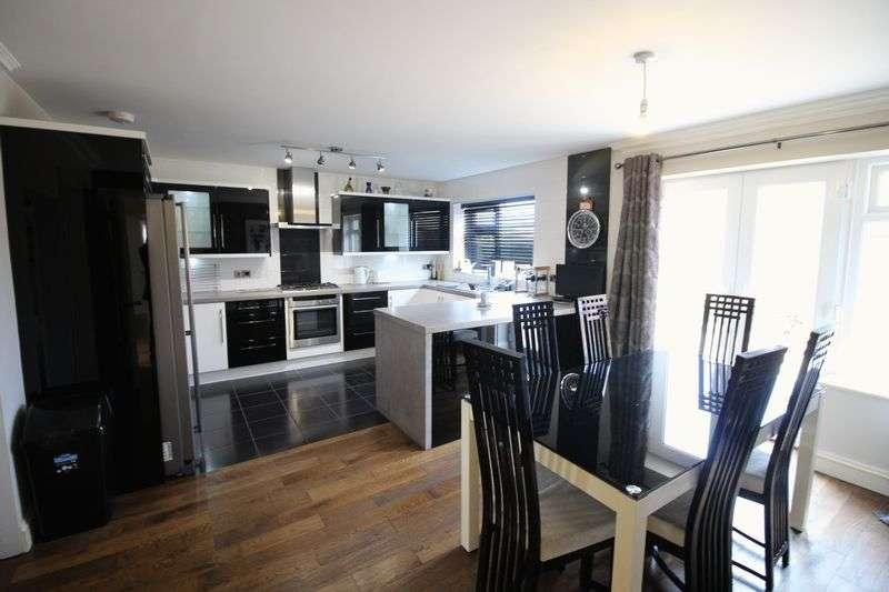 4 Bedrooms Detached Bungalow for sale in Laughton Avenue, Scarborough, YO12 5DB
