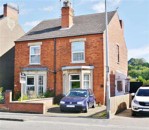 3 Bedrooms Semi Detached House for sale in Harrowby Road, Grantham