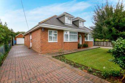 6 Bedrooms Bungalow for sale in Holbury, Southampton, Hampshire