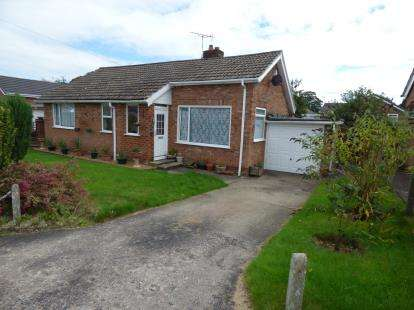 2 Bedrooms Bungalow for sale in Bollinbarn Drive, Macclesfield, Cheshire